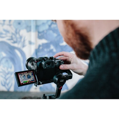 Panasonic lansează camera foto mirrorless Lumix GH5 II
